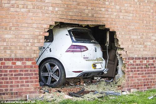 03092017-car-in-the-wall-3.jpg