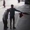 старик упал на дороге