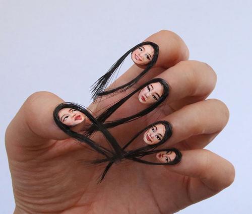 автопортреты на ногтях