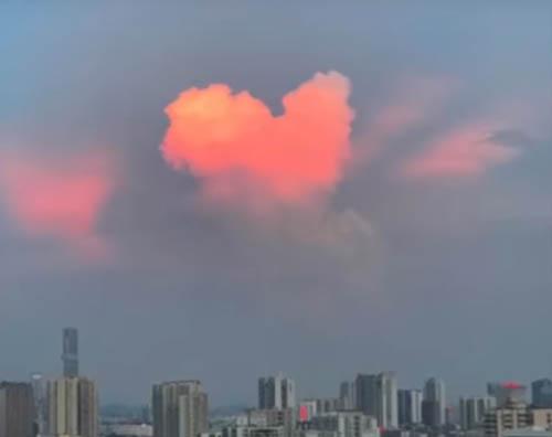 милое облако в виде сердца