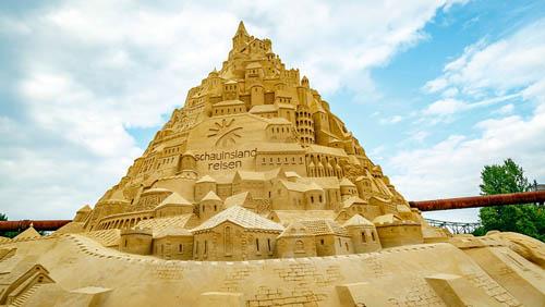 гигантский песчаный замок