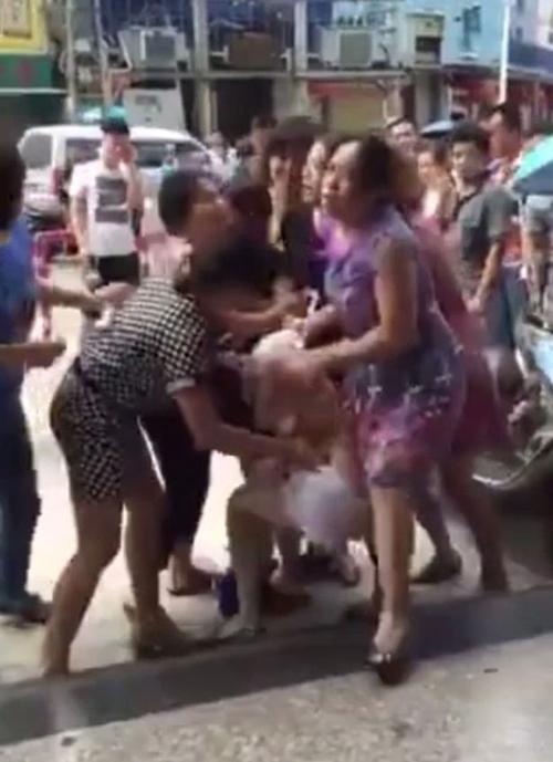жена опозорила любовницу мужа