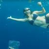 фридайверы плавали среди мусора