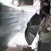 пассажиры приняли грязный душ