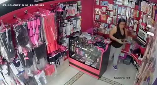воровка опозорилась в магазине