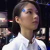 женщина-андроид на выставке