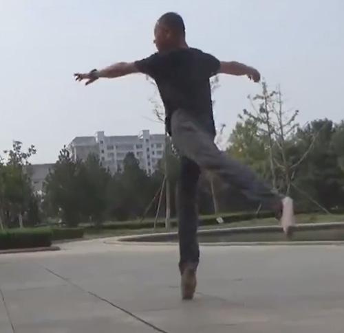 пожилой любитель балета