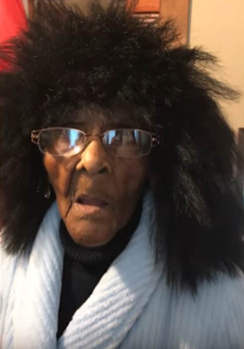 внучка не одобрила бабушкин парик