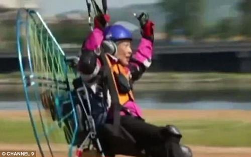 летающая бабушка покорила небо