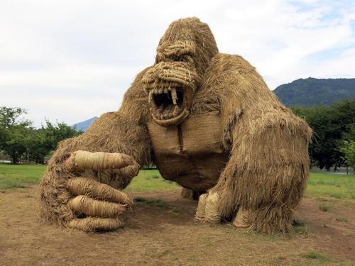 скульптуры из рисовой соломы