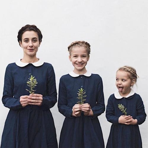 мама и дочки в одинаковых нарядах