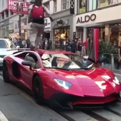 любитель прыгать по машинам