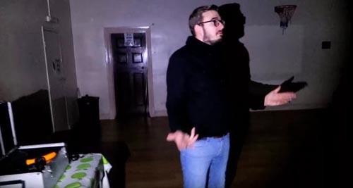 привидение открыло дверь