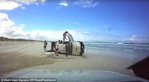 автомобиль опрокинулся на бок