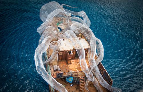 стальной морской монстр