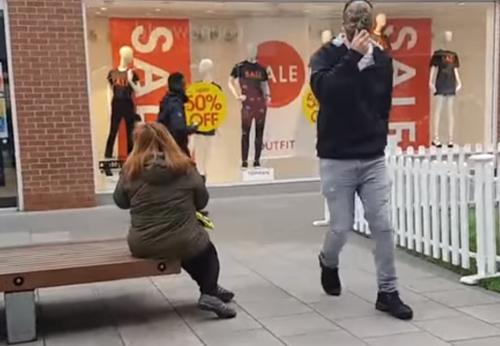шутник напугал незнакомку