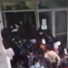 студенты штурмуют библиотеку