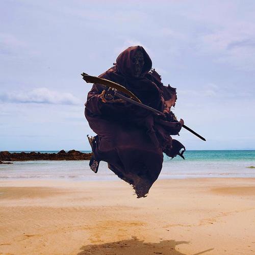смерть гуляет по пляжам