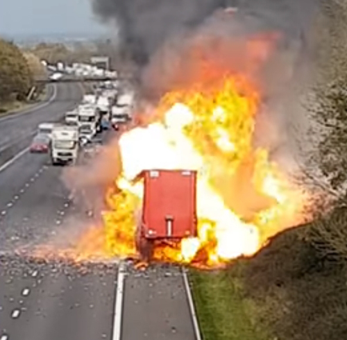грузовик загорелся на трассе