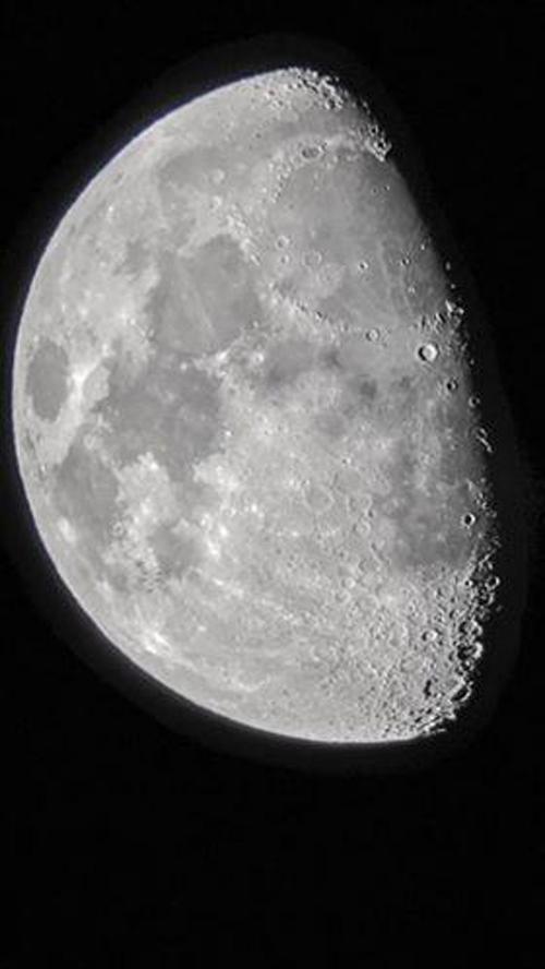 шесть нло на фоне луны