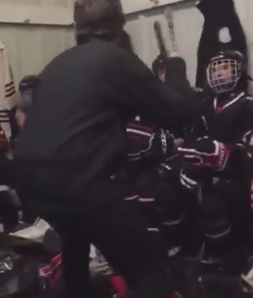 эмоциональный хоккейный тренер