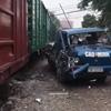 поезд задел и уничтожил грузовик