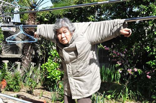 бабушка снимает автопортреты