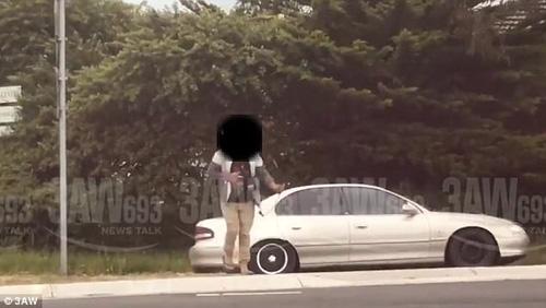 автомобилист вооружился луком