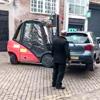 машину передвинули погрузчиком