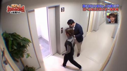 Что творят девушки в лифте