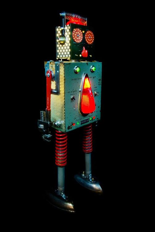 винтажные роботы из старых деталей