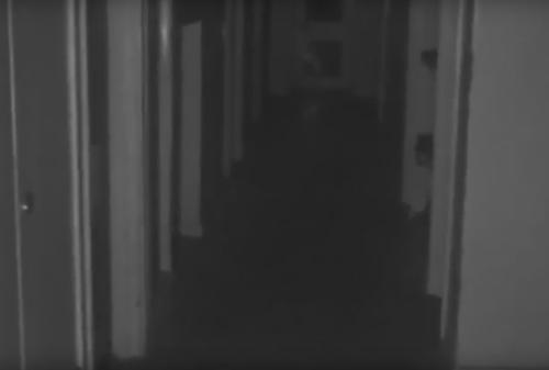 призрак ребёнка в коридоре