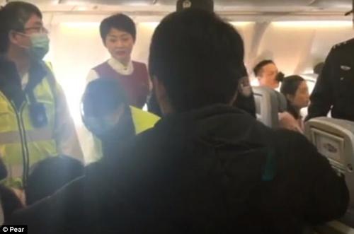 одержимая пассажирка в самолёте