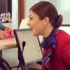 сотрудница авиакомпании спела гимн