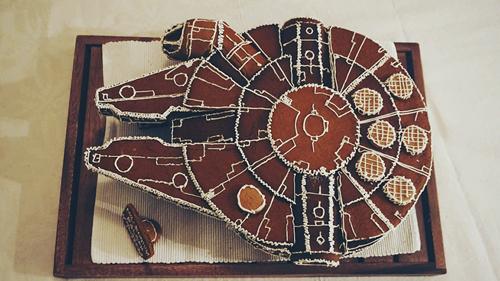 пряник в виде космического корабля