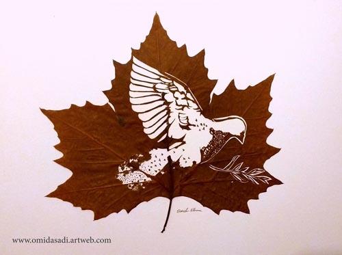 произведения искусства на листьях