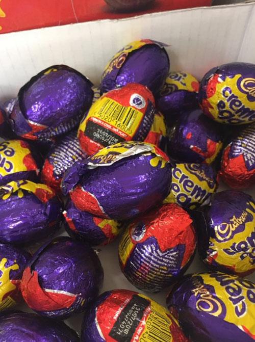 охота за белыми шоколадными яйцами