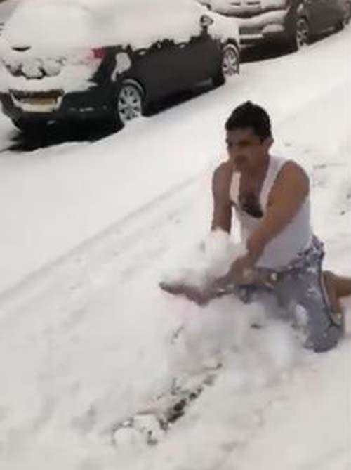 смельчак станцевал в снегу