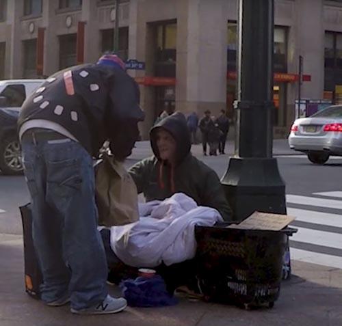 тёплые вещи для бездомных