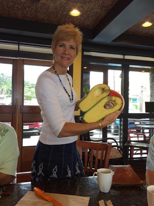 самое тяжёлое авокадо в мире