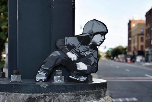 раскрашенные фигуры на улицах