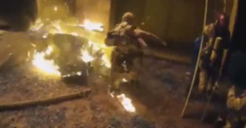 пожарный поймал ребёнка