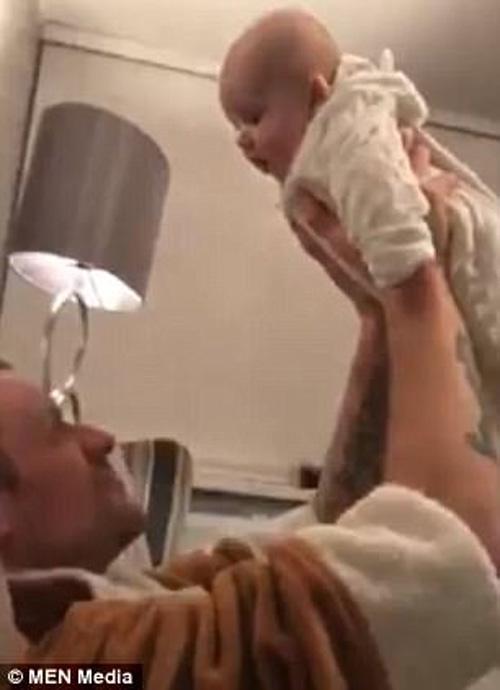 игра в самолётик с малышом