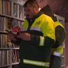 библиотека из выброшенных книг