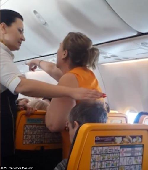 дебош пьяной авиапассажирки