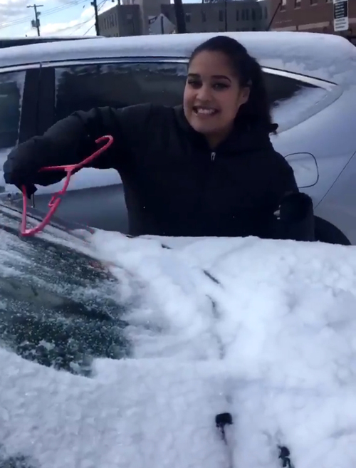 чистка машин от снега