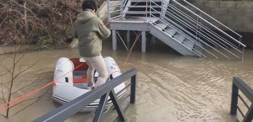 дорога на работу на лодке