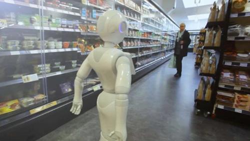 робота уволили из магазина