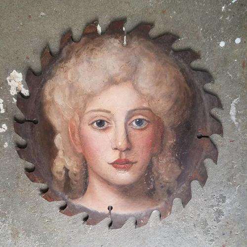 портреты на старых предметах