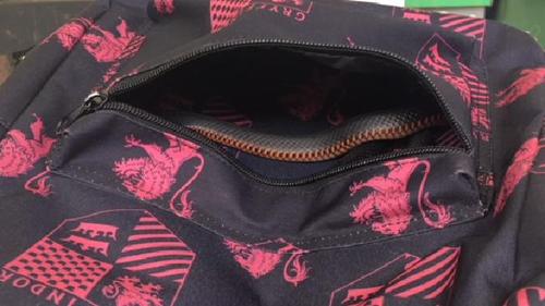 змея в школьном рюкзаке